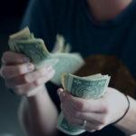 Trotz historisch niedriger Zinsen – Darauf sollten Verbraucher beim Kreditabschluss achten